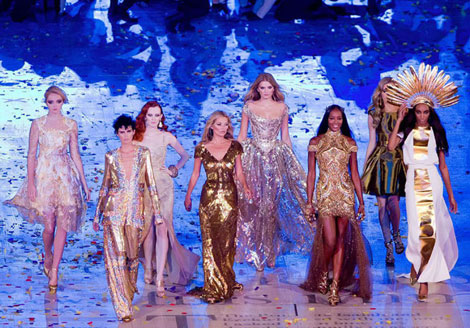 Supermodels-Olympics-Closing-Ceremony